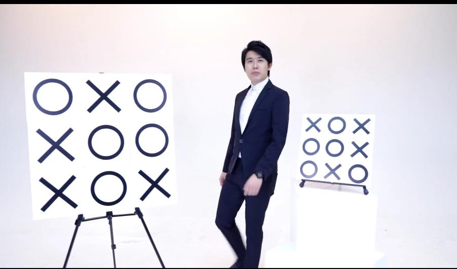 Tic Tac Toe Pro (scène) par Bond Lee et Kaifu Wang